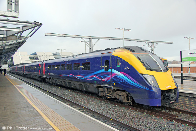 FGW's 180104 calls at Reading forming 1P27, 0901 Oxford to London Paddington on 16th January 2014.