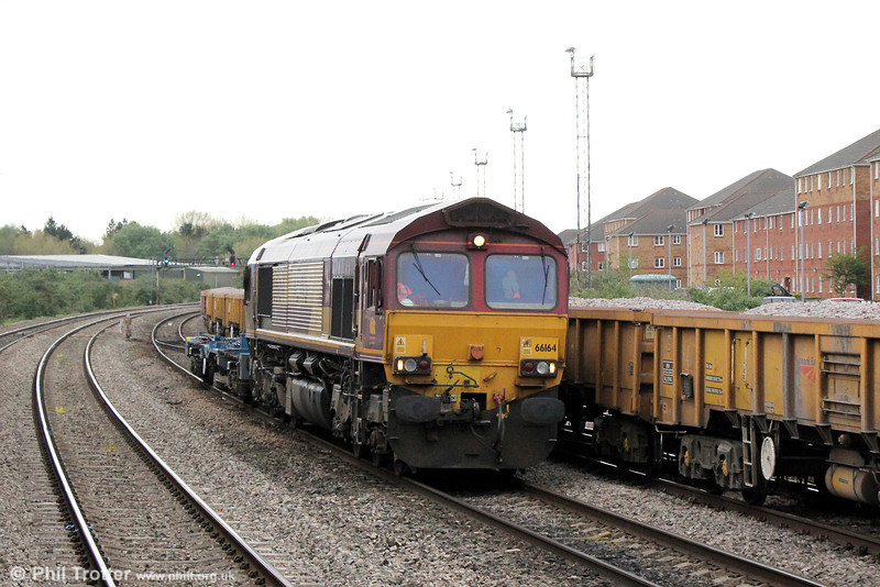 66164 waits at Pengam on 3rd May 2014, having arrived with 6W02, 1721 from Bescot on 1st May.