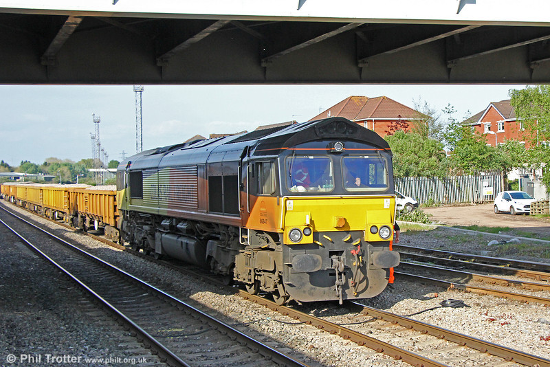 Colas 66847 waits at Pengam with 6W11, 0217 from Hinksey on 3rd May 2014.