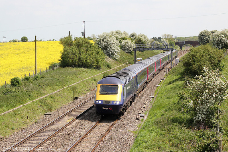 43174 passes Bourton with 1C12, 1130 London Paddington to Bristol Temple Meads on 17th May 2014.