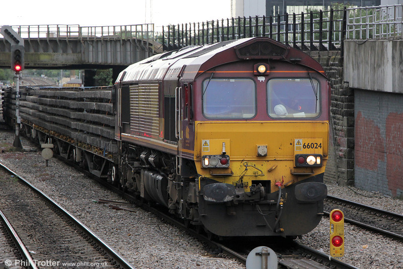 With extensive engineering work at Cardiff East over the May Bank Holiday weekend, several engineers' trains were run to service the track renewal programme. On 3rd May 2014, 66024 waits near Pellett Street with 6W01, which had arrived as the 1821 from Westbury two days earlier.