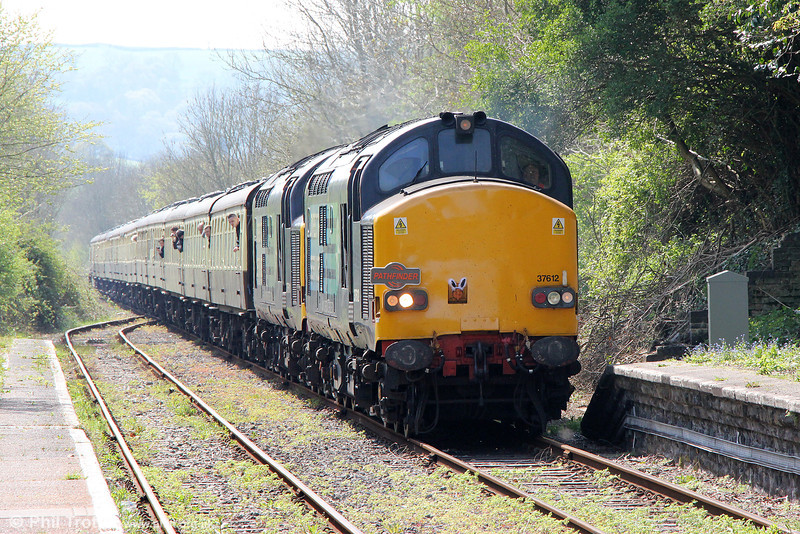 DRS 37612 and 37611 approach Llandeilo with Pathfinder Tours 1Z49, 0707 Eastleigh to Llandrindod Wells, 'The Heart of Wales Meanderer' on 21st April 2014.