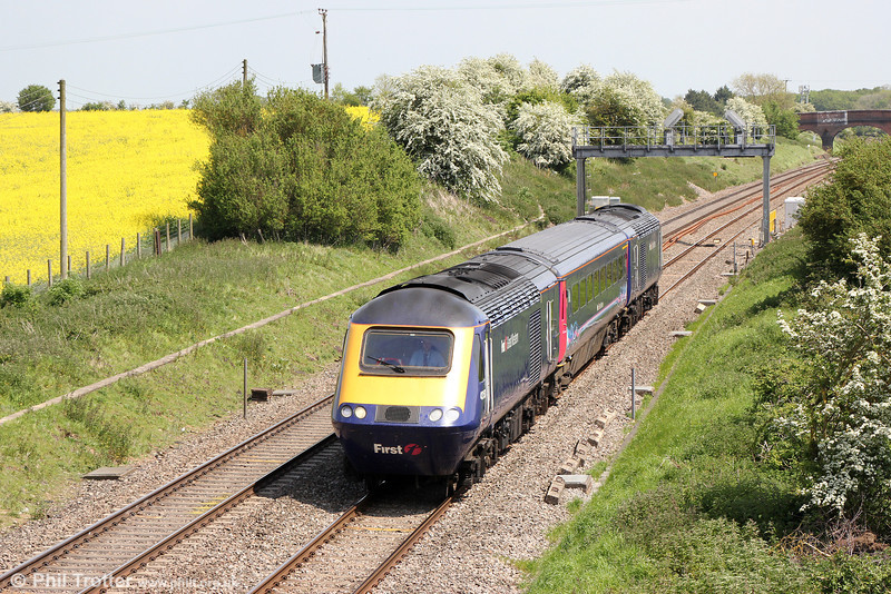 Mini HST: 43150 passes Bourton with 5Z77, 1100 Old Oak Common to Plymouth Laira on 17th May 2014.