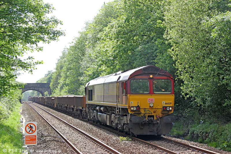 66039 passes Skewen with 6W40, 1551 Carmarthen Bridge to Westbury on 22nd May 2016. Classmate 66013 was at the rear.
