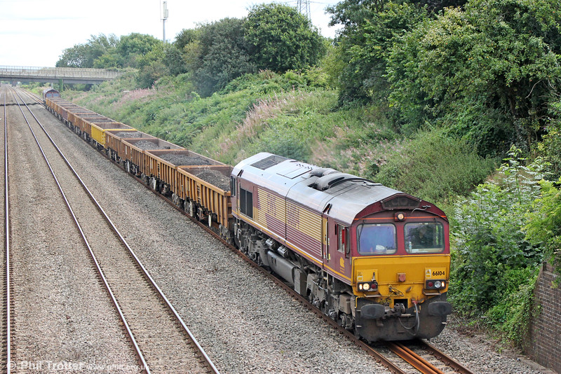 66104 passes Llandevenny with 6W01, 1200 Severn Tunnel Junction to Hinksey via East Usk on 28th August 2016. 66024 was at the rear.