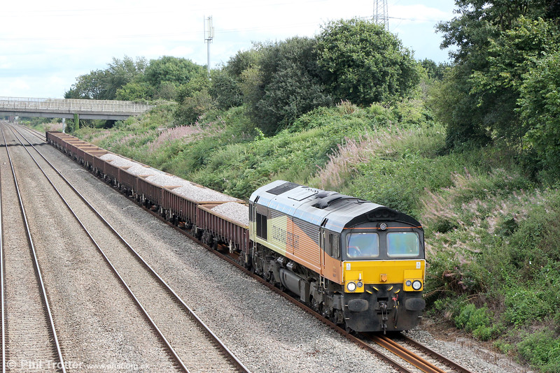 66847 passes Llandevenny with 6C25, 1103 Bescot to Severn Tunnel Junction on 28th August 2016.