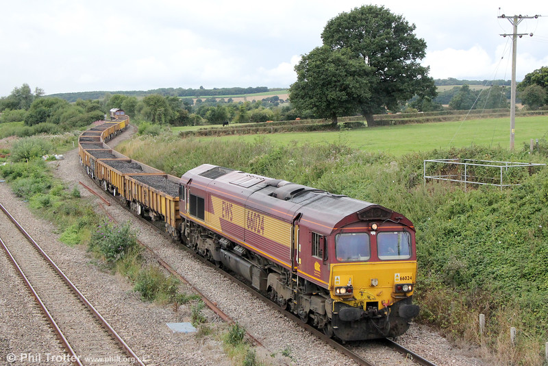 66024 passes Llandevenny with 6W01, 1200 Severn Tunnel Junction to Hinksey via East Usk on 28th August 2016. 66104 was at the rear.
