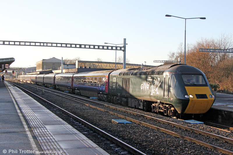 43187 'Y Cymro/The Welshman' at Swindon with 1A20, 1400 Bristol Temple Meads to London Paddington on 28th December 2017.