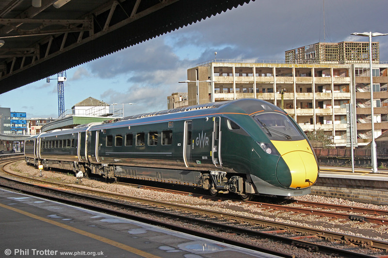 IET 800018 at Bristol Temple Meads, ready to form (with 800014) 1A19, 1330 to London Paddington on 29th December 2017.