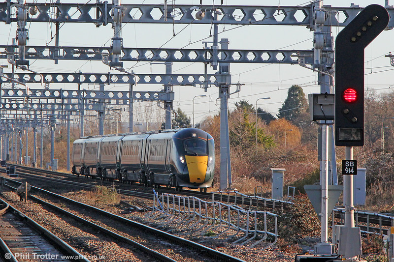 The changing scene at Didcot: 800011 approaches forming 1C14, 1227 London Paddington to Bristol Temple Meads on 28th December 2017.