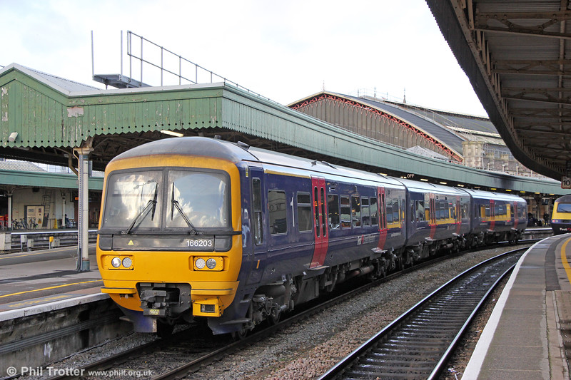 Transferred into the Bristol area to provide much-needed extra capacity, 166203  leaves Bristol Temple Meads forming 2Y18, 1312 Bristol Parkway to Weston-super-Mare on 29th December 2017.