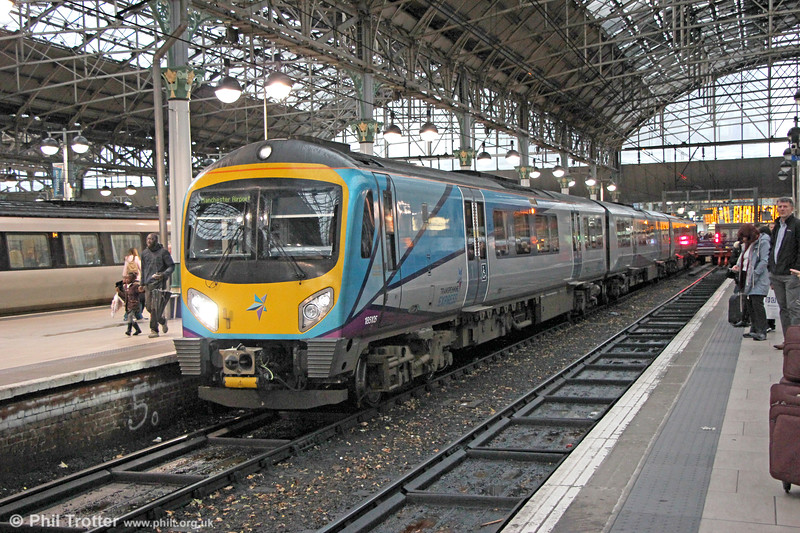 TPE 185105 ready to leave Manchester Piccadilly with 1P45, 1453 York to Manchester Airport on 19th October 2017.