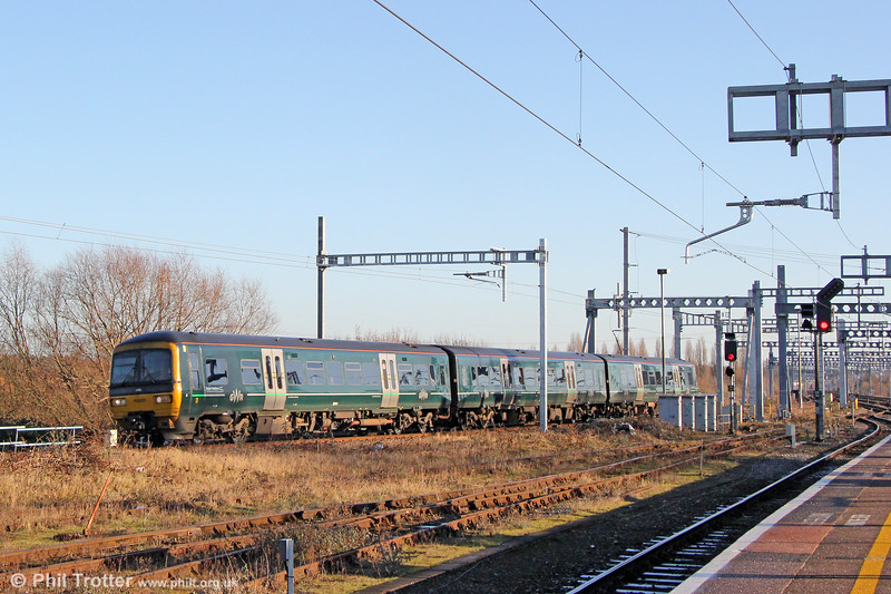 166220 passes Didcot forming 1D25, 1221 London Paddington to Oxford on 28th December 2017.