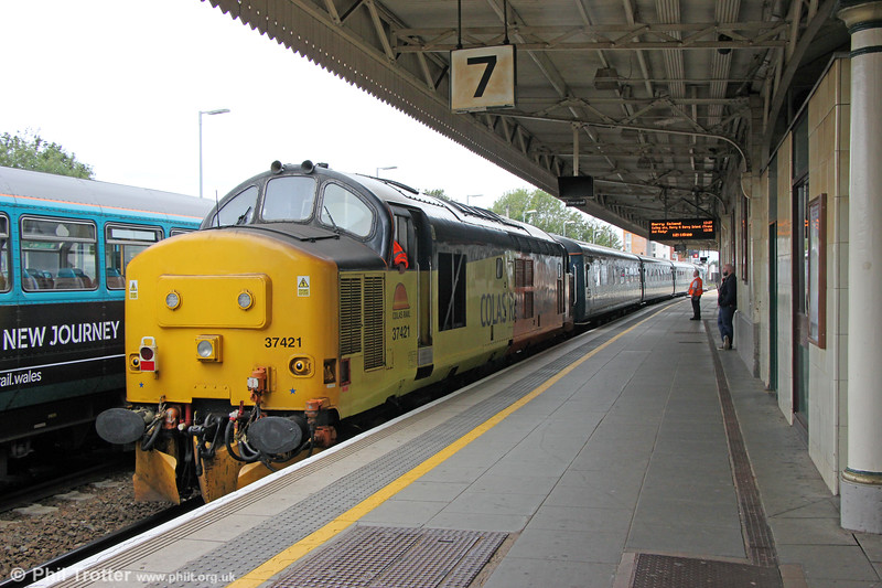 37421 at Cardiff Central, bringing up the rear of 3Z12, 10:55 Rhymney to Cardiff Canton crew training run on 23rd September 2019.