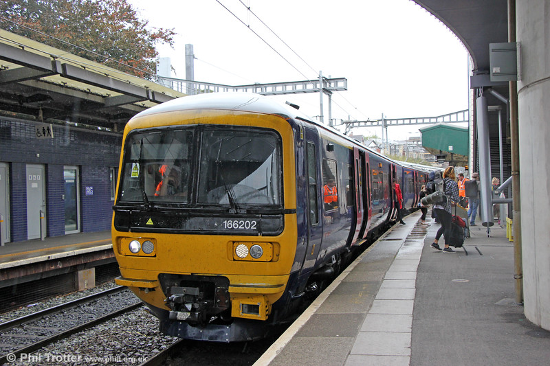 Class 165 and 166 units are now putting in frequent appearances in south Wales. 166202 calls at Newport forming 1F16, 1123 Portsmouth Harbour to Cardiff Central on 23rd September 2019.