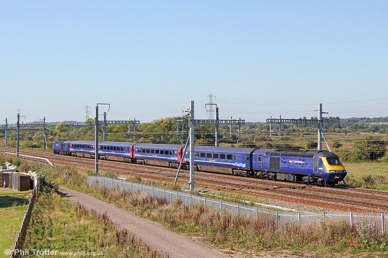 43086 leads 2C75, 1200 Cardiff Central to Taunton through Coedkernew on 20th September 2019. The unrefurbished shortened 'slam door' HSTs used on the Taunton service are temporarily classified as Class 257.  When rebuilt with swing-plug doors, they will become Class 255 and named after castles on the GWR network.