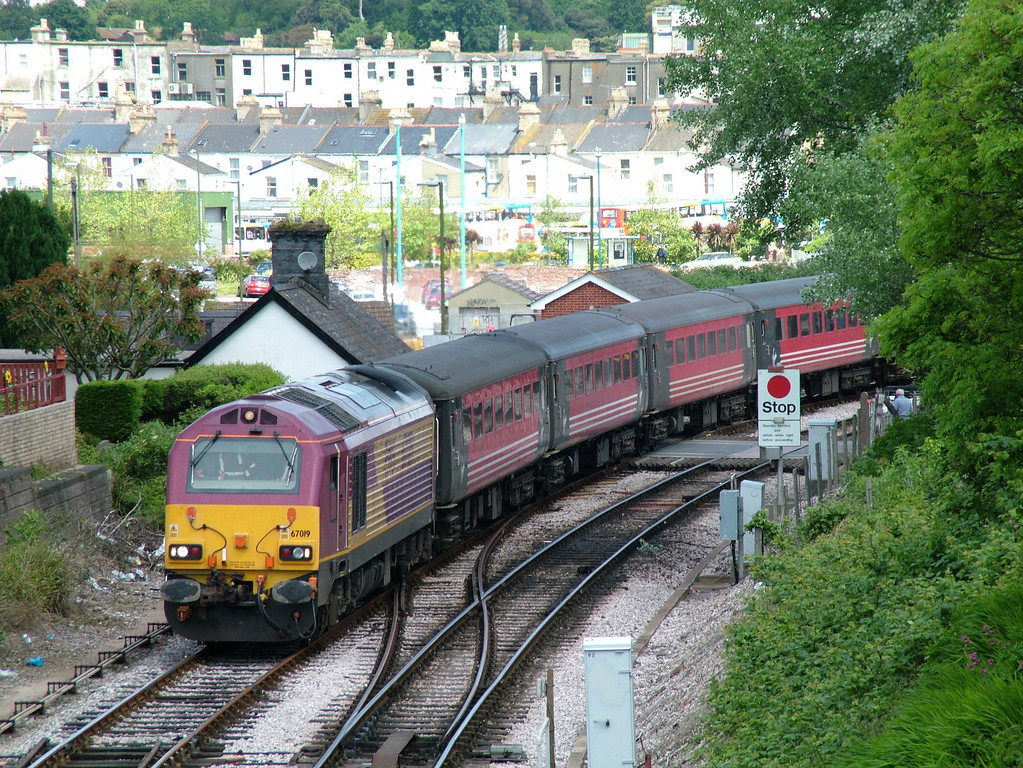 67019 approaches Goodrington carriage sidings, 30th May 2005