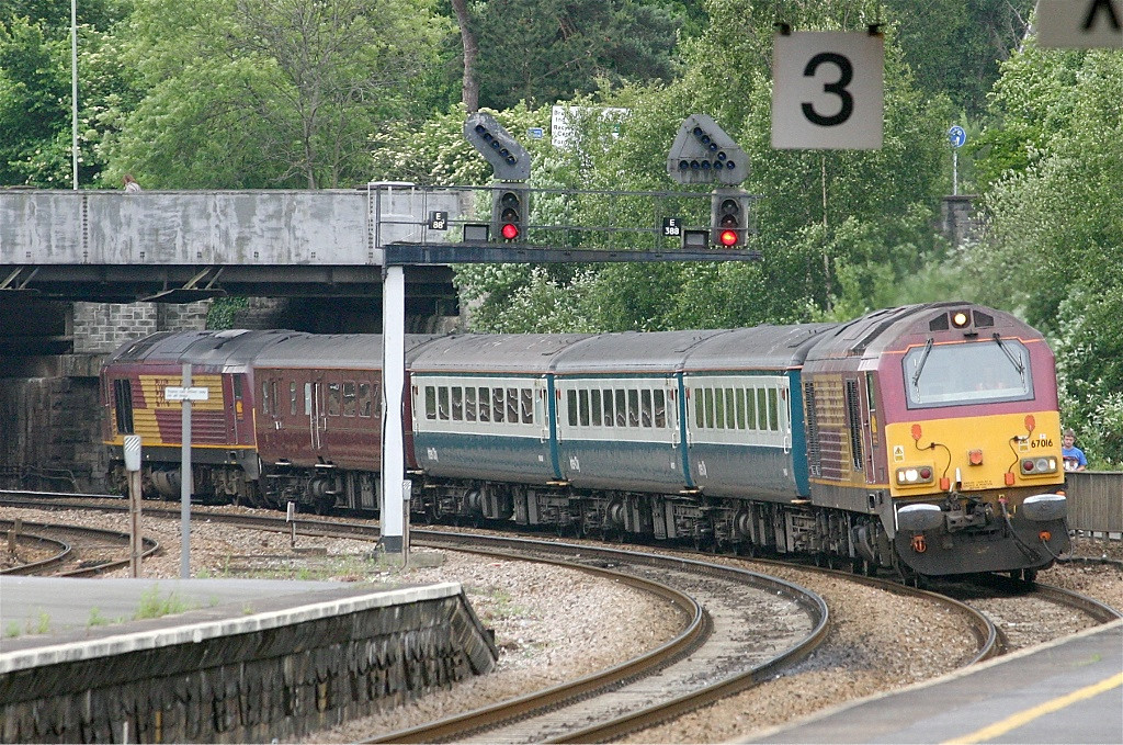 67016 (with 67017 on the rear) approach Newton Abbot with a First Great Western service