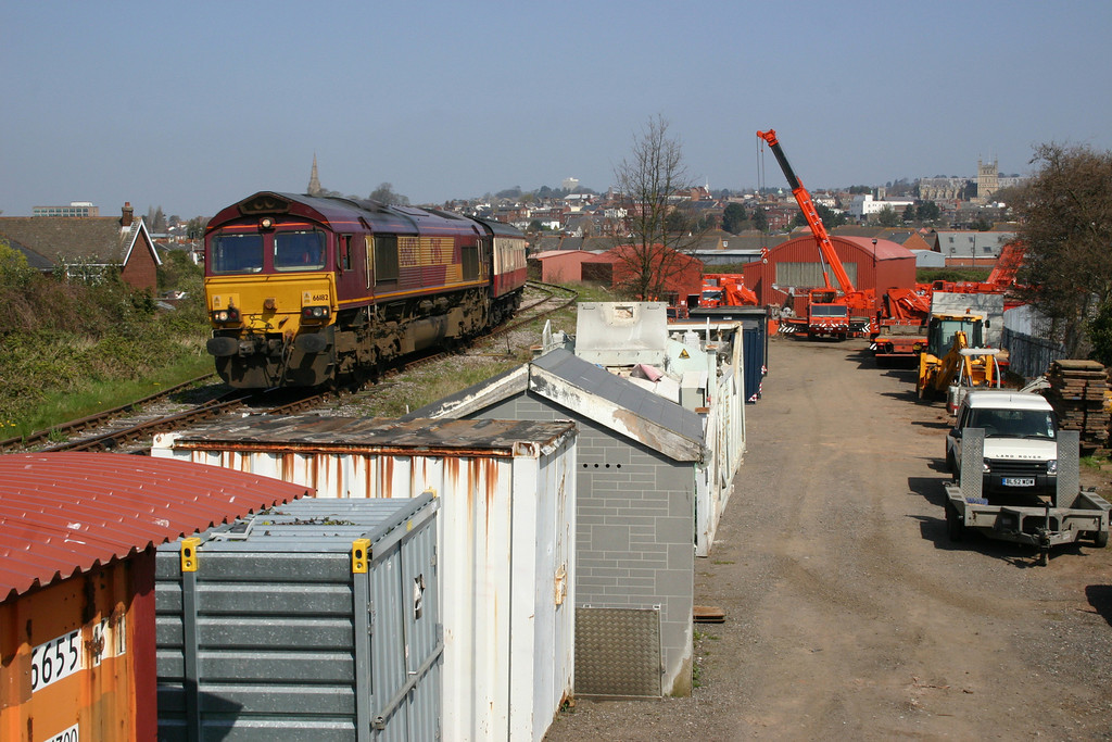 66182 at Alphington Road Sidings Exeter with a railtour. This is the stub of the former inland route from Exeter to Heathfield and Newton Abbot. South West Crane Hire now works out of the former railway buildings at the lower level here, the lower level was the connection to Exeter City Basin.