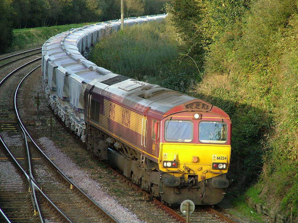 66234 waits in Par down loop with empty CDA hoppers - 3rd November 2006