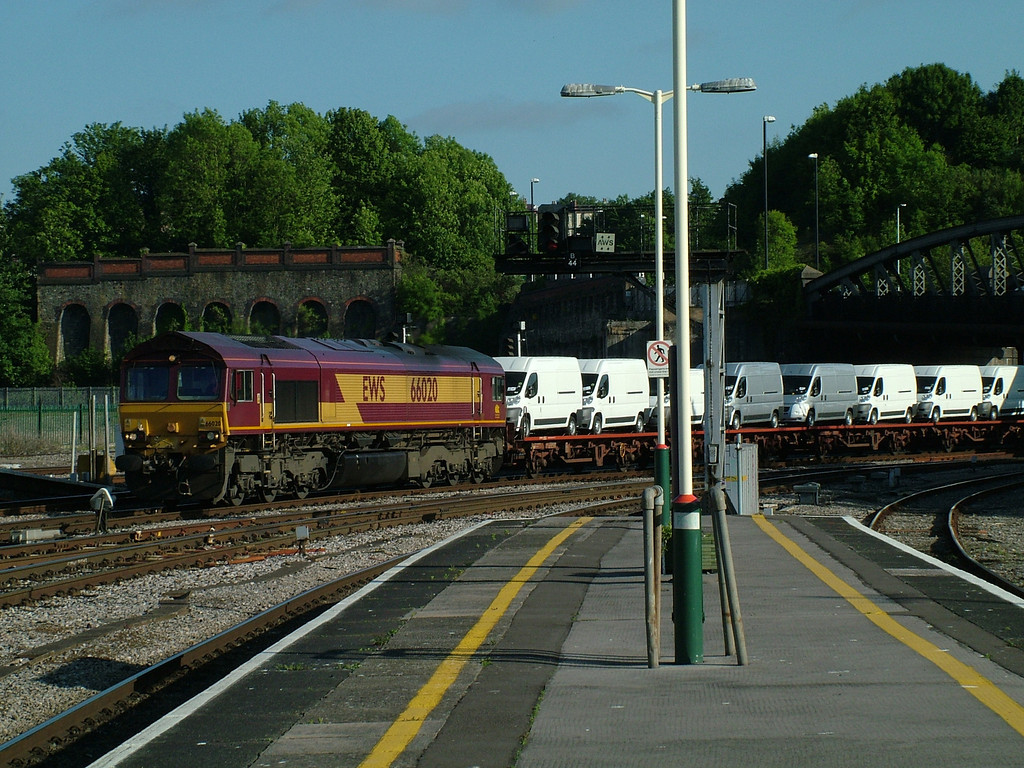66020 at Bristol Temple Meads with cars and vans from Portbury