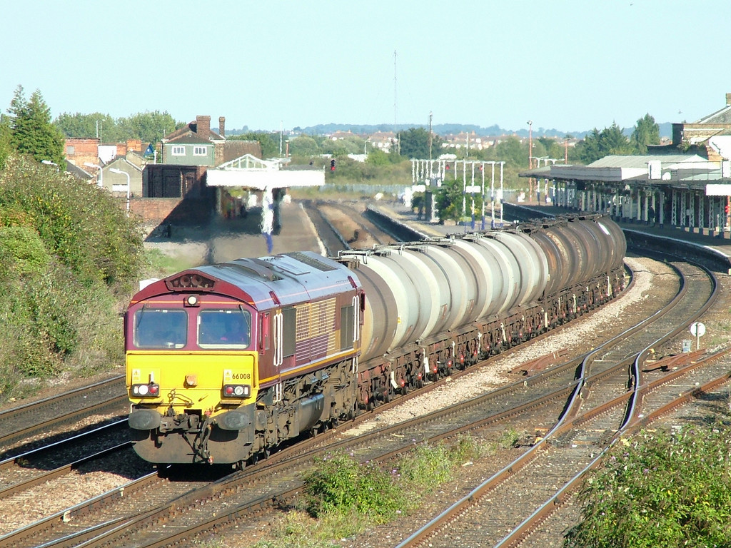 66008 heads West through Taunton with fuel and bitumen tanks for the West Country, 2nd September 2005
