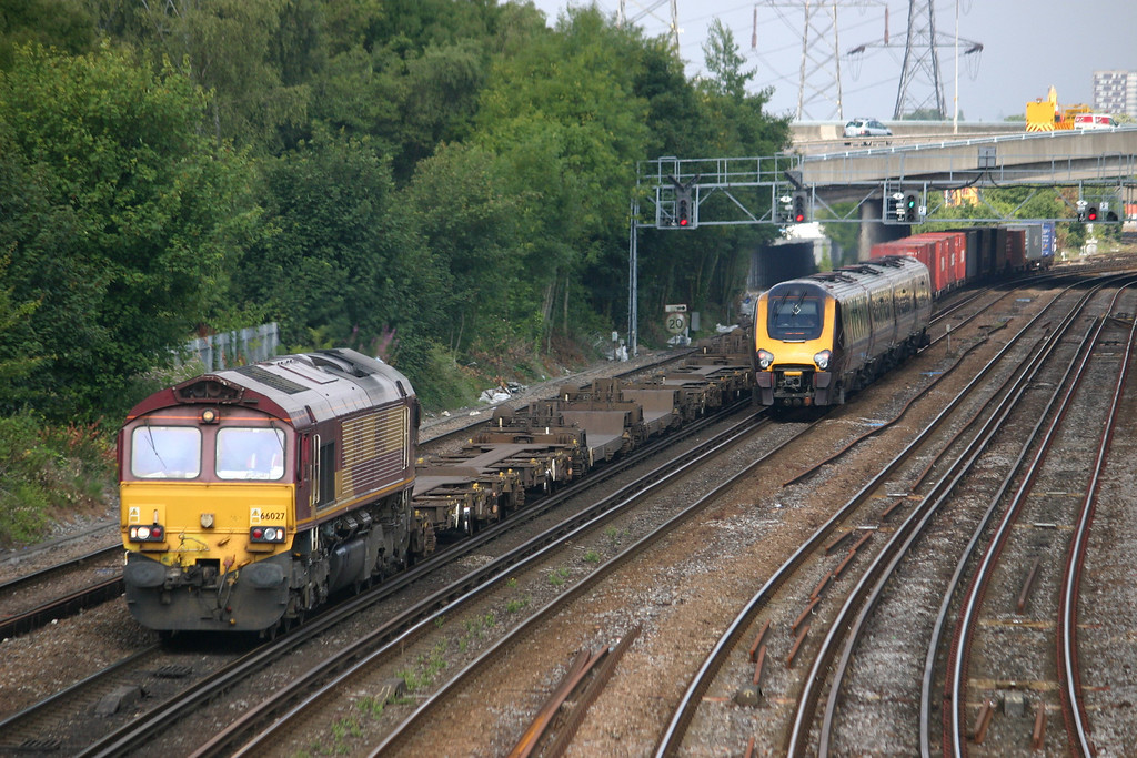 66027 at Southampton with an intermodal from Southampton Western Docks