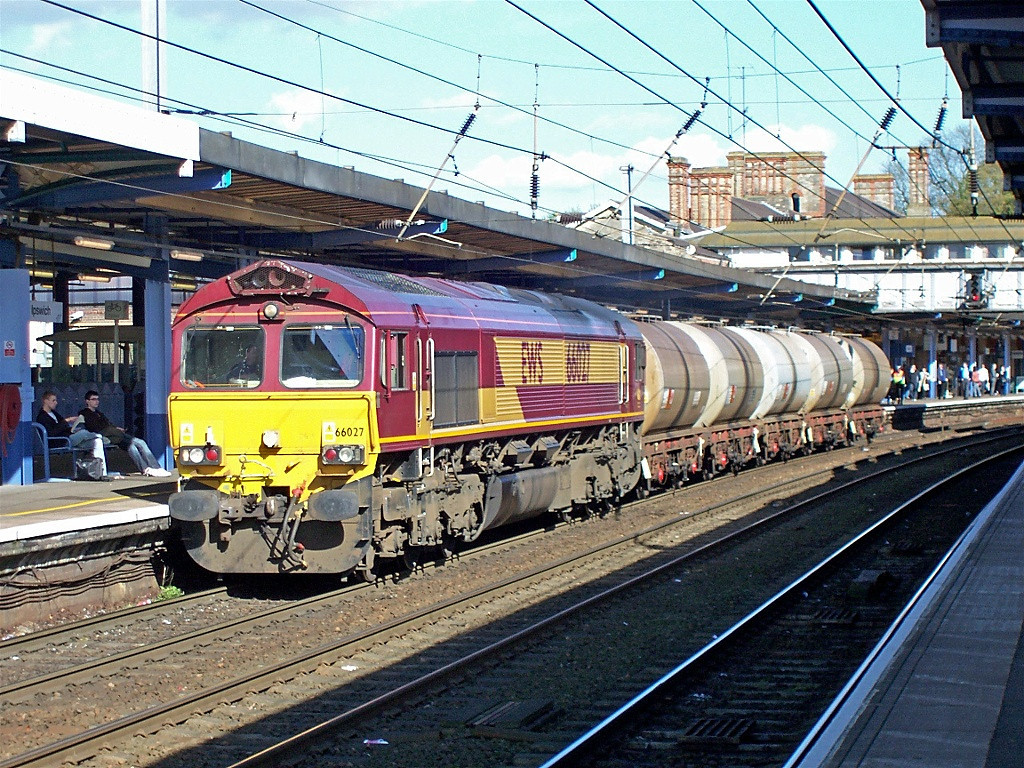 66027 at Ipswich with diesel fuel tanks for Freightliner