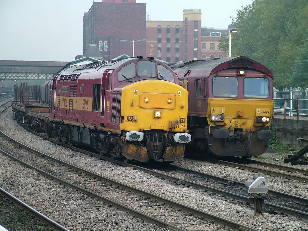37406 and 66199 at Newport, 6th Nov 2006