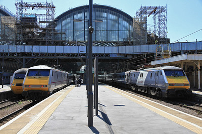 91120 / 91111 at Kings Cross on 1S17 12.30 to Edinburgh / 1A22 10.05 ex Leeds - 18/08/12.