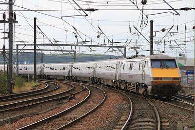 91116 dep Newcastle on 1E10 10.00 Edinburgh-Kings Cross - 19/08/12.