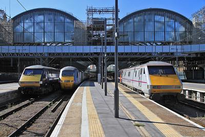 91118 / 43317 / 91129 at Kings Cross on 1Y14 06.55 ex Newcastle / 1A13 06.55 ex Skipton / 1S12 10.30 to Edinburgh - 18/08/12.