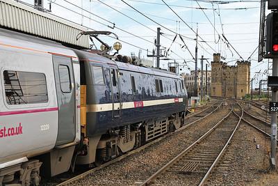 91113 dep Newcastle on 1S09 09.00 Kings Cross-Edinburgh - 19/08/12.