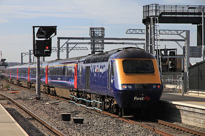 FGW 43195 dep Reading, on rear of 1B40 13.27 Paddington-Swansea - 15/03/14.