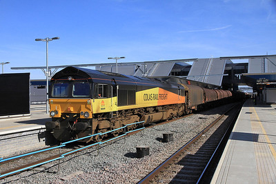 Colas Rail 66846 pauses at Reading with 6V62 11.12 Tilbury-Llanwern steel empties - 15/03/14.