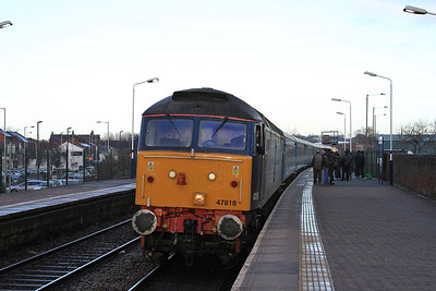47818 arrives at Chorley with the ECS for 2Z08 10.45 Additional to Manchester Victoria - 13/12/14.