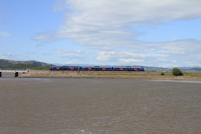 A class 185 arriving at Arnside - 04/07/15.