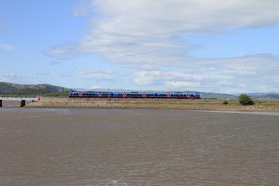 A class 185 arriving at Arnside - 04/07/15.