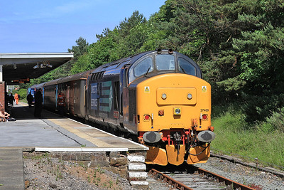 37409, Barrow, just arrived on 2C40 08.42 ex Carlisle, and is now ready to return on rear of 2C45 11.38 back to Carlisle - 27/06/15.