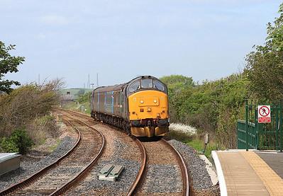 37402 (37218 rear) arr Ravenglass, 2C48 11.56 Carlisle-Lancaster - 27/06/15.