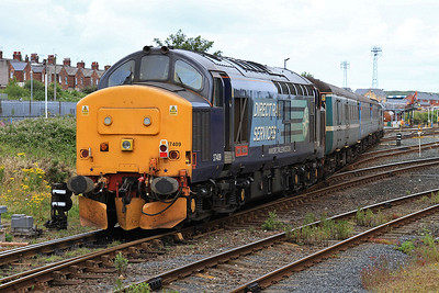 37409, Barrow, on rear of the ECS off 2C47 10.04 ex Preston, as 37423 runs into the CS - 31/07/15.