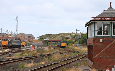 5 37's at Barrow ! 37409/423 on left after working in on 2C47 10.04 ex Preston, failed 37402 centre, then on the right 37610/401 arrive on 2C40 08.42 ex Carlisle - 31/07/15.