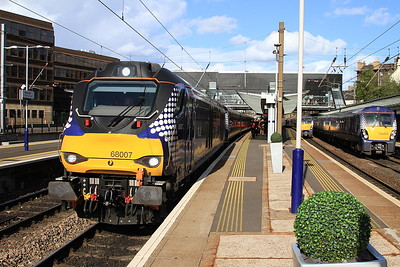 68007 arr Haymarket, 2L69 17.20 Edinburgh-Cardenden - 11/05/15.