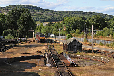 A view of the turntable from the footbridge, with 47786 / 57316 lurking behind - 15/07/15.
