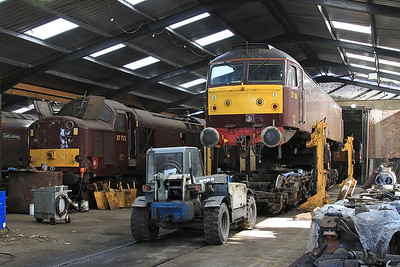 37712 & 57001 (lifted off its bogies for maintenance) inside the diesel depot - 15/07/15.