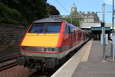 91125, Edinburgh Waverley, 1E24 17.00 to London Kings Cross - 06/06/16.