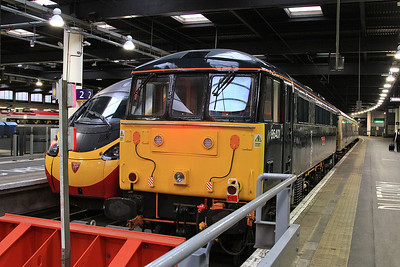 86401, London Euston, 1M11 23.40 ex Glasgow C. - having dragged the train from Wembley as it has come down the ECML - 09/01/16.