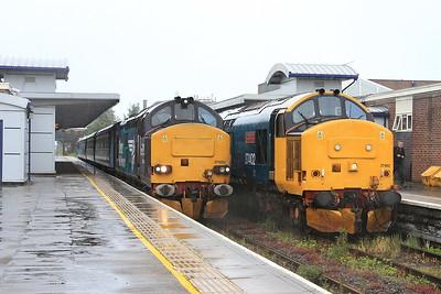 Set swap at Barrow presents a rare side by side Phot .... 37423 has worked in on 2C40, 08.42 ex Carlisle, but instead of working 2C49 11.38 return, 37402, having arrived from Preston on 2C47 will work through on the 11.38 - 15/07/16.