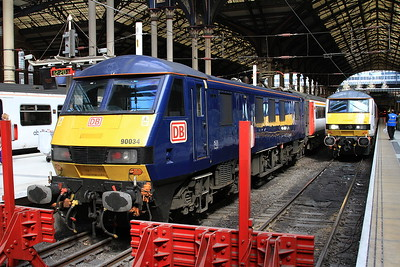 90034, London Liverpool Street, 1P28 12.30 to Norwich ..... 90007 arrives on 1P29 10.30 ex Norwich - 04/04/16.