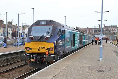 68016 (68019 rear), Lowestoft, 2J73 10.57 to Norwich - 19/08/16.